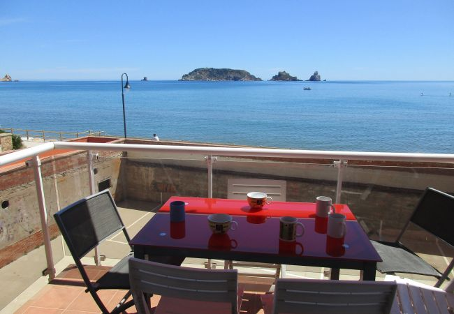 Large terrace with wonderful views of the sea of L'Estartit